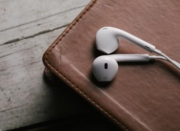 BIBLE-INTRO-earphones